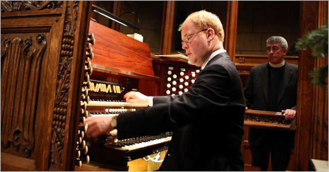 John Scott at the Saint Thomas Church organ, with now-Rector Emeritus Father Andrew C. Mead looking on